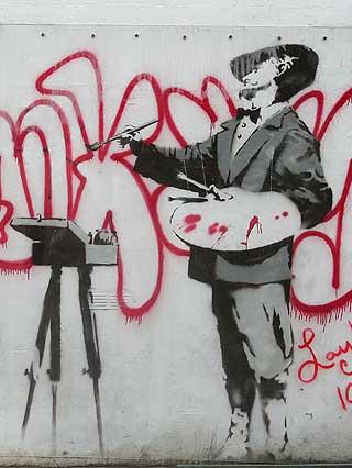 DYR GRAFITTI: Eieren av denne veggen i Portobello Road bestemte seg like godt for � selge den p� nettet.