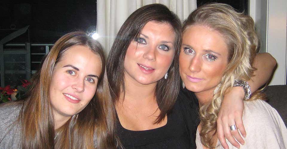 JUL: Martine Vik Magnussen (23) feiret jul med sine venninner, Henriette Marie Hansson (i midten) og Henriette Aspaas Martens (t.v).
