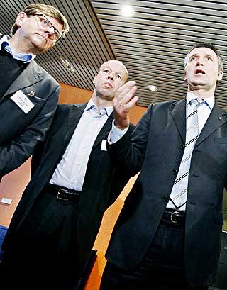 SLAKTES AV FAGFOLK: Både professor Peder Haug fra Høgskulen i Volda (tv.) og professor Thomas Nordahl fra Høgskolen i Hedmark, her med statsminister Jens Stoltenberg, er svært kritiske til Steinerskolen.