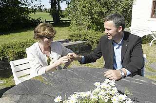 ELSKER, ELSKER IKKE: Da Stoltenberg og Gerd-Liv Valla delte prestekrager under fagpolitisk konferanse på Sundvolden i 2004, var det fremdeles mest det første.