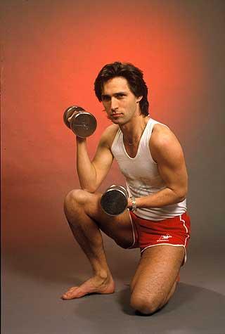 TERMINATOR: Stoltenberg er en ivrig trimmer - her i shorts og singlet som leder for mannsrolleutvalget i 1987.