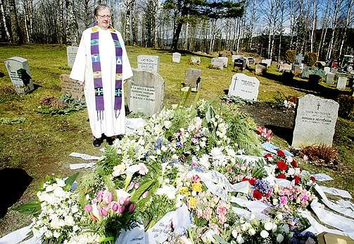 FORKLARTE: Sokneprest Grete Hauge fortalte om omstendighetene rundt Kaja Bordevich Ballos bortgang i begravelsen.