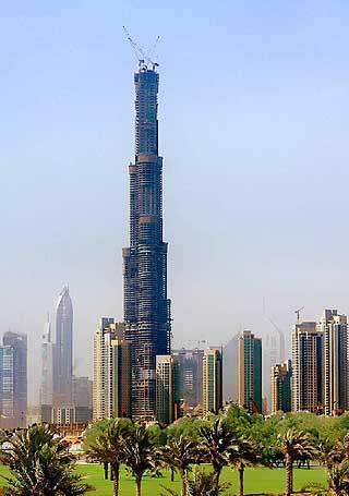 Heia Dubai!: De Forente Arabiske Emirater leder konkurransen i sandkassa om å bygge det høyeste tårnet med sitt Burj Dubai. Offisielt leder fortsatt TaiwansTaipei 101, inntil det arabiske tårnet er ferdigstilt.