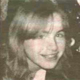 HOLDT FANGET: Elisabeth som ung pike. I dag er hun 42 år og har ikke sett dagslys på 24 år.