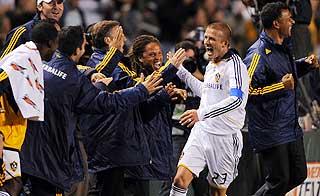 ELLEVILL JUBEL: Beckham feiret vilt etter praktscoringen.