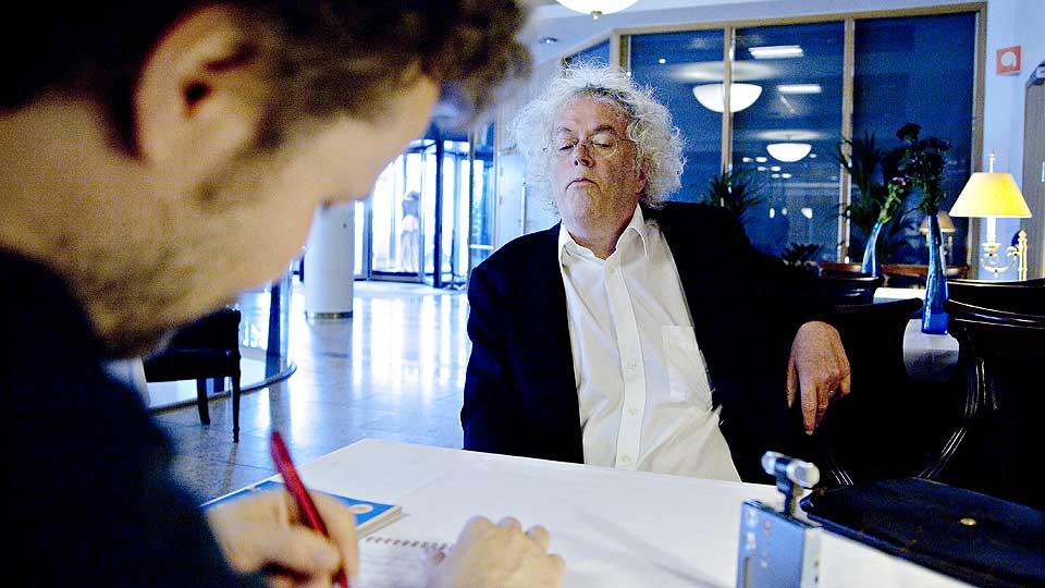 YTRINGSFRIHET MOI?: «Skal man ytre seg offentlig, bør  man tenke seg grundig om. Om noen på en blogg har lyst til å si at dronning Sonja er bred over baken, kan jeg ikke se hvorfor det er en mening som er hellig å forsvare.» Dag Solstad i går på kafé i  Oslo sammen med Dagbladets Andreas Wiese.