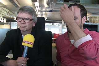EN LIDELSESBERETNING? Tom Stalsberg (t.v.) og Sven Ove Bakke anmelder den offisielle EM-l�ta.