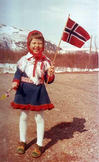 HIPP, HIPP: Helga Pedersen p� 17. mai i full samehabitt. �ret er 1978.