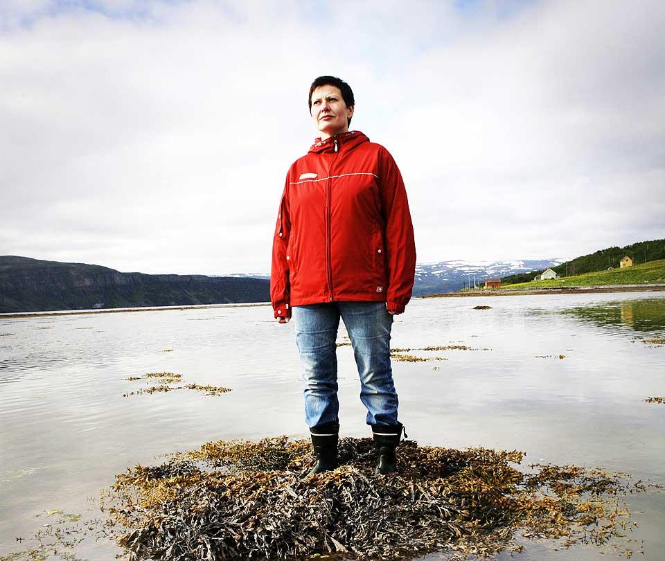 MINISTEREN: Fiskeriminister Helga Pedersen i fj�ra i Vestertana. I dag gifter hun seg.