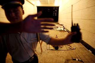 MIGRANTARBEIDERNE: Kinesisk politi har fors�kt � rydde byen for migrantarbeidere under OL.