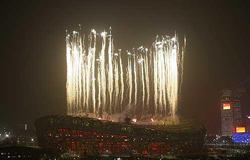 FUGLEREDET: Det nye nasjonalstadionet i Beijing kalles på folkemunne for «fugleredet».