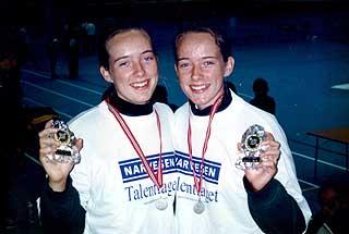 17 ÅR GAMLE: Sølv i Narvesen-cupen i 1997. Katrine t.v. - Hun er den litt mer rolige typen, sier mor.