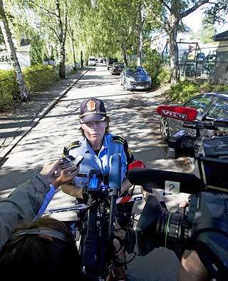 INFORMERTE: Politiets innsatsleder Grete Løland informerte pressen om drapene.