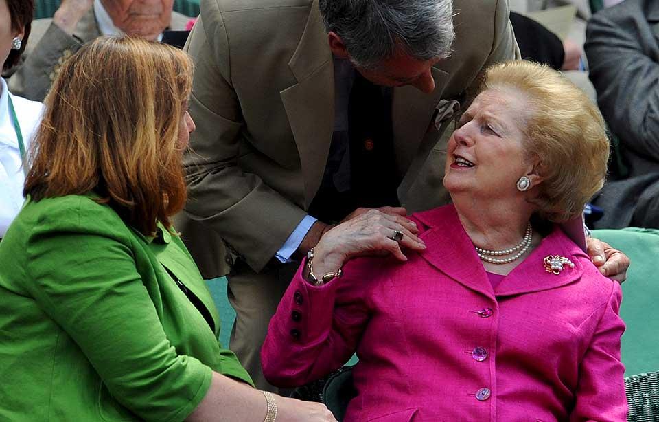 FORTSATT AKTIV: 82 år gamle Margaret Thatcher var på tenniskamp tidligere i år. Nå går det fram at den tidligere statsministeren lider av demens.
