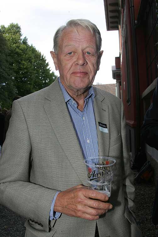 DRO TIDLIG: Like etter klokka sju dro tidligere TV 2-sjef Valebrokk fra hagen i Drammensveien.