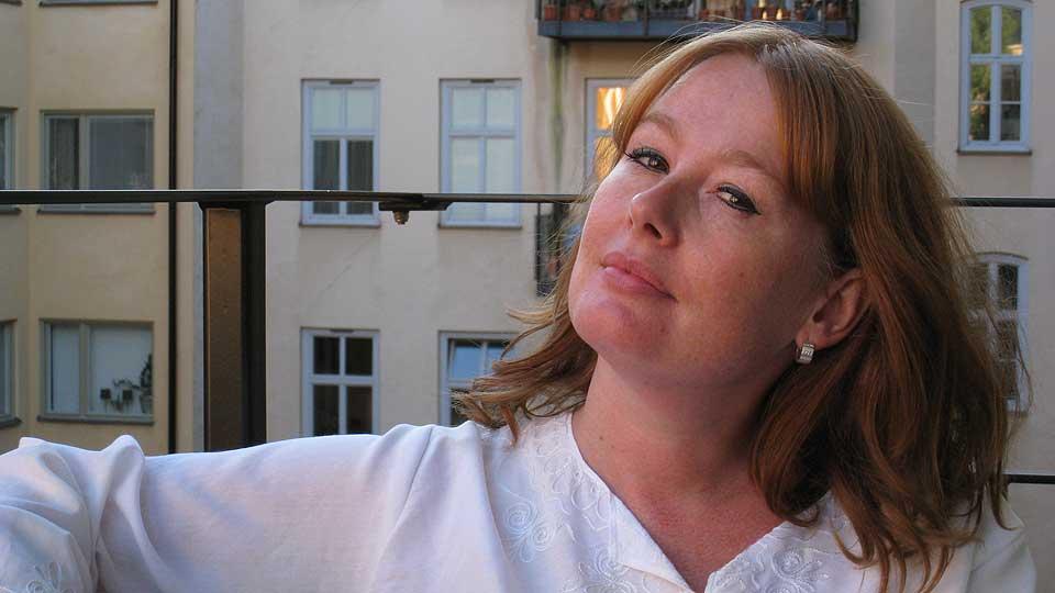 ALT OM SIN FAR: Åsa Linderborg har skrevet roman om   pappaen sin, og om arbeiderklassen. Dagbladet møtte henne hjemme i leiligheten hennes i Stockholm.
