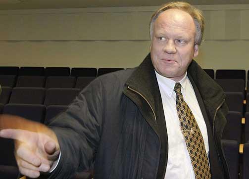 -F�LELSER SKAL IKKE D�MME MENNESKER: Advokat Sigurd Kloms�t mener det ikke forel� tilstrekkelig med bevis for � d�mme Viggo Kristiansen.