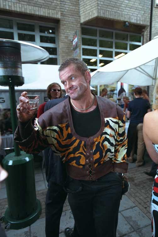 FARGERIK: Ringdal i festlig lag på utedstedet Odeon i 2001.