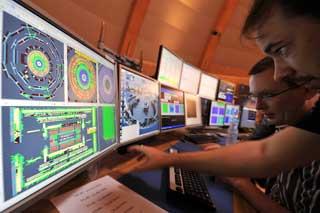 FORSKER: Cern har 2600 ansatte, samt om lag 6500 forskere på heltid eller deltid fra 500 universiteter og forskningsinstitutter over hele verden.