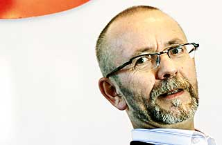 -DYR FRAKT: LO-topp Per Østvold synes Hagens spareråd er virkelighetsfjernt.