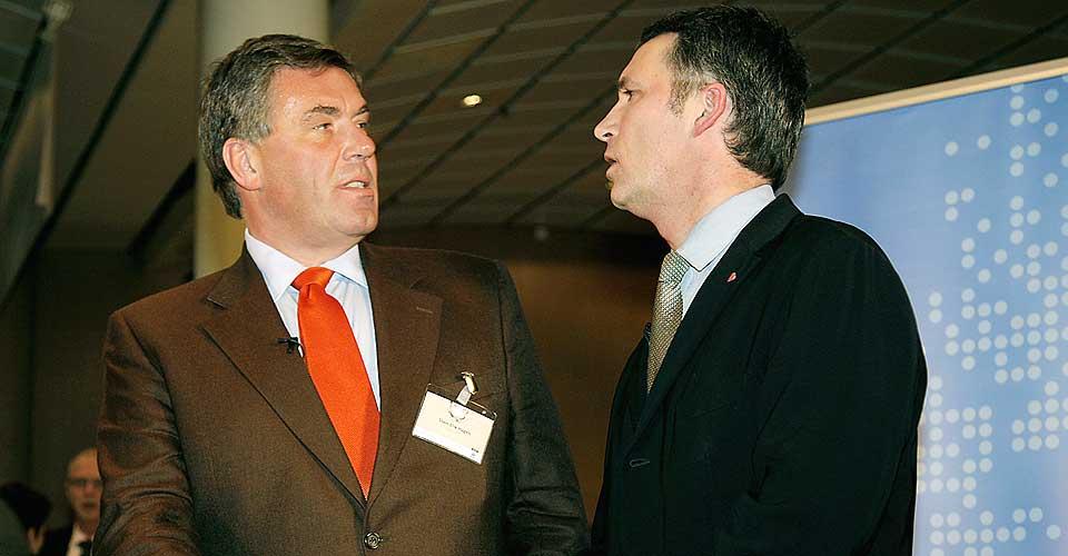 FINE I SNIPPEN: Både Stin Erik Hagen og statsminister Jens Stoltenberg var ulastelig antrukket på NHO-konferanse tidligere å år. Men Stoltenberg kommer aldri til å ville mene noe om Hagens skjortevaner.