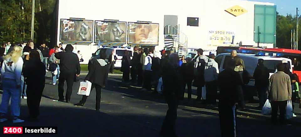 MIDT I ETTERMIDDAGSRUSHET: Den 34-årige kvinnen ble knivstukket foran øynene på en rekke sjokkerte reisende på trafikknutepunktet i Groruddalen.