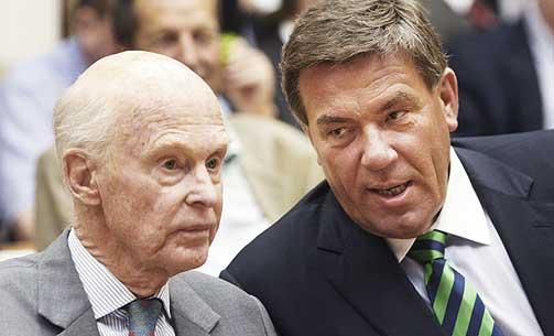 PAPIRTAP I DAG, GUTTA: Stein Erik Hagen har tapt på børsen i dag. Men Fred Olsen, her til venstre, har tapt mer: 99 millioner i 13.40-tida.