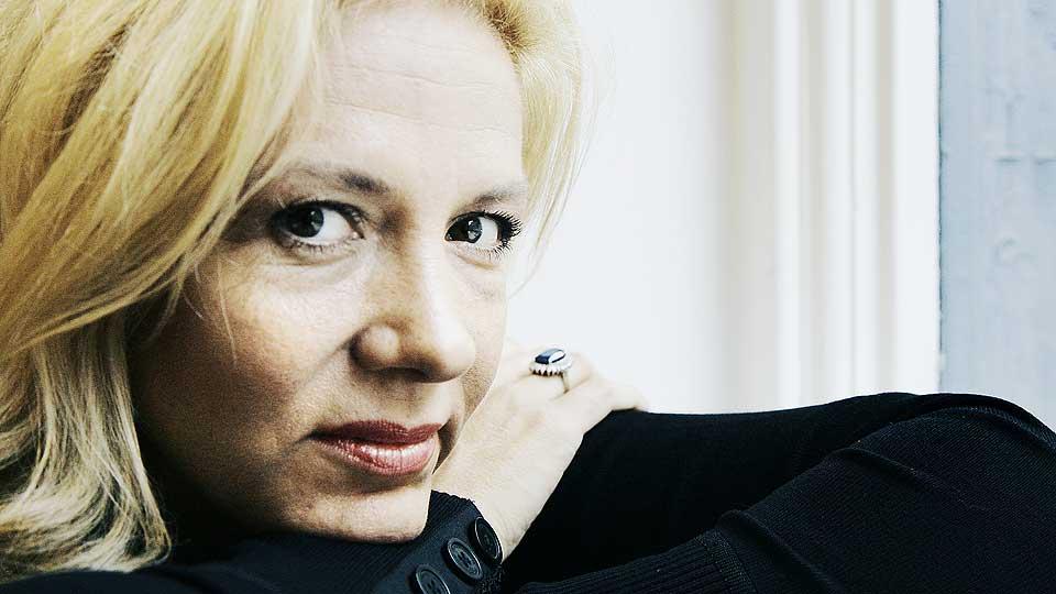 BYTTET AGENT: Liza Marklund er en av Sveriges fremste motstandere av kvinnemishandling. Nå får hun sterk kritikk for at den nye agenten hennes i 2001 ble dømt for mishandling av samboeren sin.