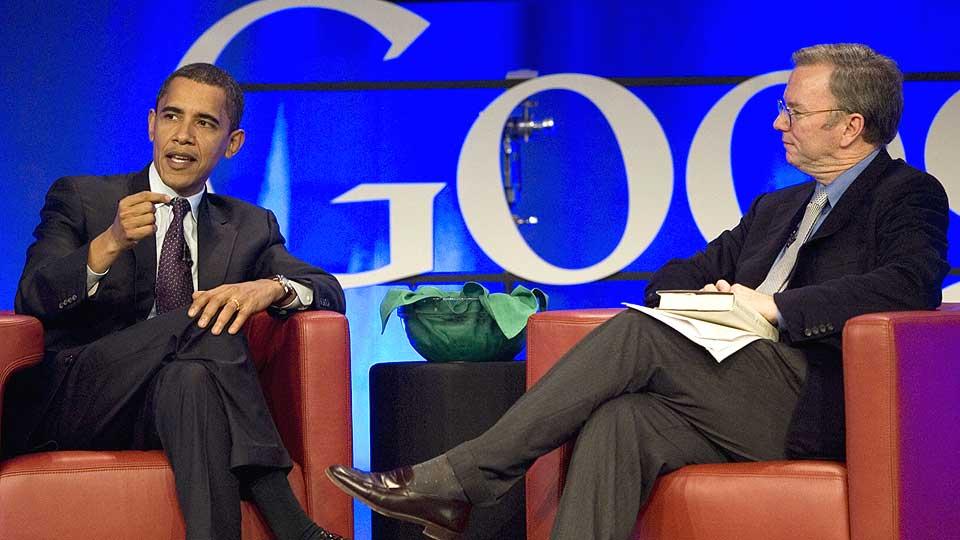 GAMLE KJENTE: Barack Obama og Google-sjef Eric Schmidt har snakket sammen f�r. I dag deltar Schmidt p� et folkem�te i Florida for � diskutere �konomisk politikk og tilkjennegi sin st�tte til Obama. Foto: SCANPIX