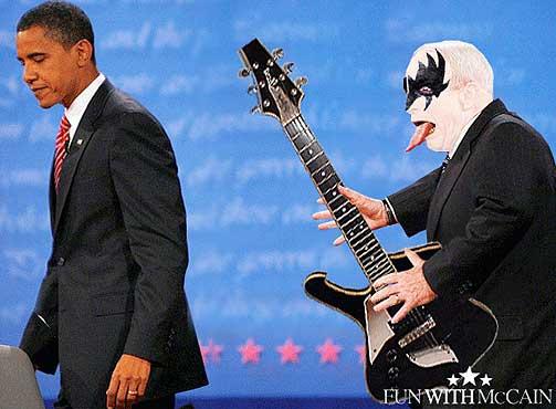 Gene Simmons fra Kiss er en annen kjent tungerekker. Her har McCain fått sminken hans.