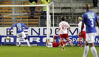 VIKTIG BRIKKE: Jos� Mota setter inn 1-0, hans ellevte Tippeligam�l. Bare Daniel Nannskog og Johan Andersson har flere.