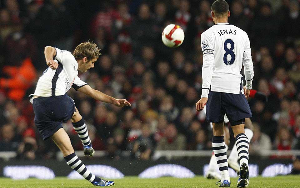DR�MMEM�L: Tottenhams David Bentley s�rget for noe helt spesielt da han banket ballen i m�l fra 35-40 meter under kveldens kamp mot erkerival Arsenal.