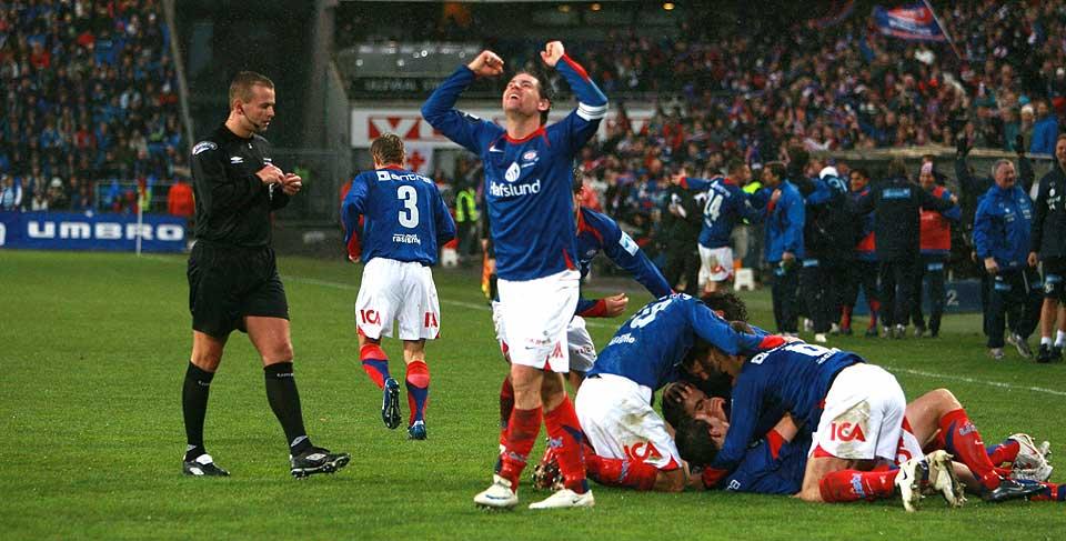 SCORET TO: Daniel Fredheim Holm noterte seg for to mål. Det samme gjorde Moa. Til slutt vant Vålerenga 4-1 over seriemester Stabæk.