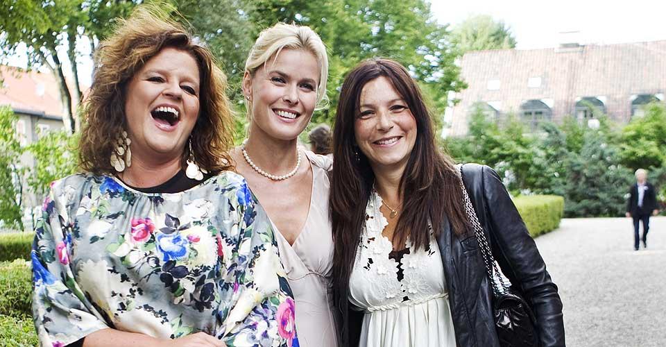 MOTEFORFATTERE: Signy Fardal, Vendela Kirsebom og Petra Middelthon har skrevet det de selv kaller for Norges første motebibel.