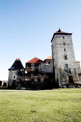 VANNSLOTT: Gamle Svihov slott ble brukt i innspillingen av filmen. Det var her Askepott bodde.