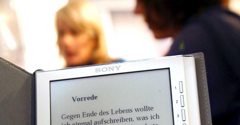 E-BOK: Bjarne Løset i Gyldendal mener det bør innføres kopisperrer på elektroniske bøker.