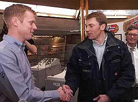 TAKKET: Vladimir Smirnov (t.h.) hadde tatt turen til Holmenkollen for � v�re tilstede p� pressekonferansen der D�hlie kunngjorde sin beslutning om � legge opp.